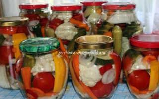 Маринованные яблоки на зиму в банках с помидорами, огурцами и цветной капустой