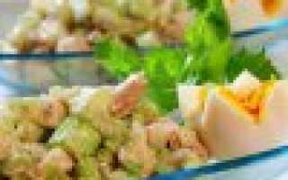 Салат с сельдереем стеблевым – рецепты с огурцами, курицей, яблоками и тунцом