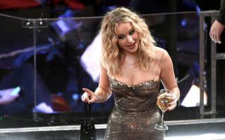 Дженнифер Лоуренс с бокалом шампанского в руке произвела фурор на «Оскаре»