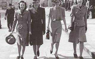 Модный женский стиль милитари – одежда, пальто, куртка, брюки, платье, пиджак, обувь, ботинки, сумка, футболки, рубашка, кепки, рюкзаки, маникюр