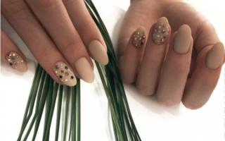 Красивый дизайн ногтей френч – белый, черный, красный, синий, золотой, зимний, с рисунком, стразами, блестками