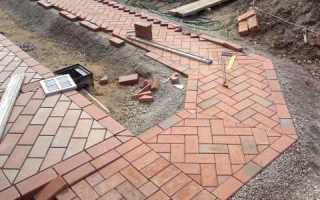 Тротуарная брусчатка – особенности бетонной, клинкерной, каменной и резиновой, как выбрать, схемы укладки